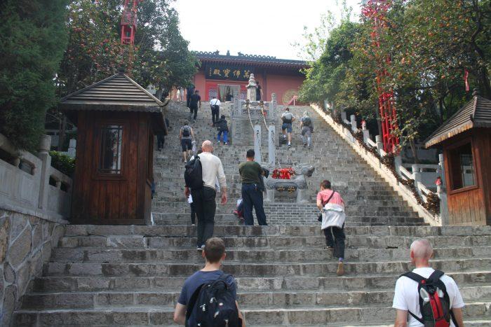7.10.18 Aufstieg im Tempel zur Halle der 1.000 Buddhas